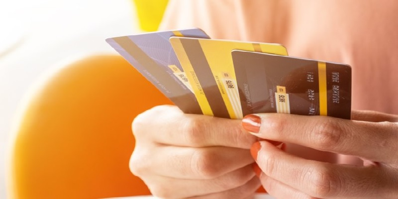 The Best Credit Cards For Young Professionals To Earn Points, Cash & Miles